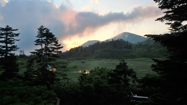 宿泊した高野池ヒュッテさんから見た火打山