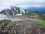白馬岳山頂から杓子岳・白馬鑓ヶ岳を望む