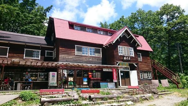 大雪渓ルートの登山口に建つ猿倉荘