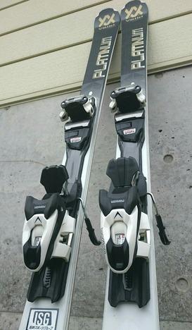 """スキー板は""""フォルクル"""""""
