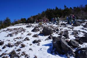 黒斑山でも積雪量は少なめ