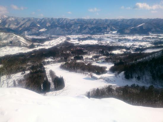 八方尾根スキー場から白馬村内を見渡す