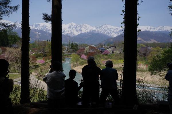 大出公園の展望台から白馬三山を望む