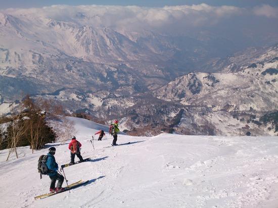 蓮華温泉に向かってスキー滑走