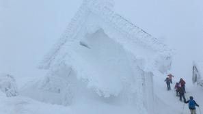 樹氷状態の森吉神社