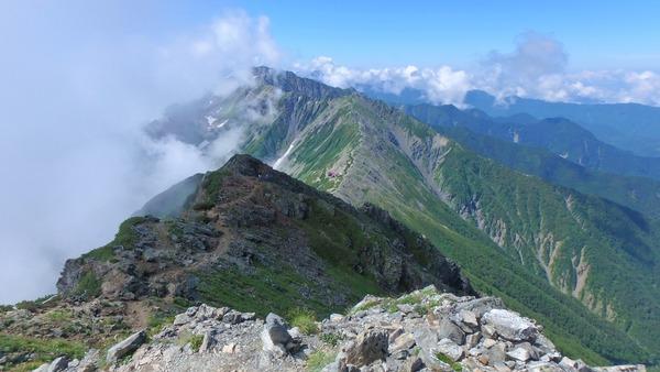 北岳から間ノ岳方面の縦走路