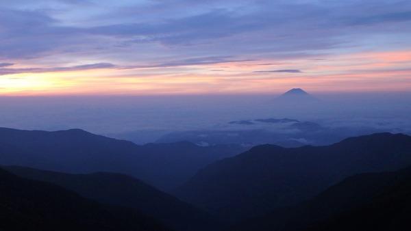 北岳山荘さんから未明の富士山