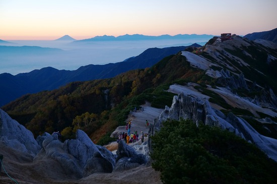 夜明けの稜線