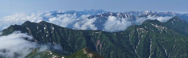 鹿島槍ヶ岳山頂から望む槍穂高方面