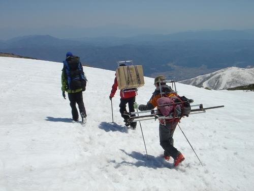 徒歩orスキーで下山