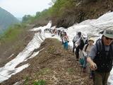 大雪渓へのトレッキング