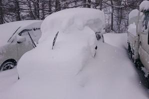 栂池高原スキー場に1泊したであろう車