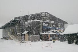 初日の朝は大雪!岩岳ゴンドラリフト