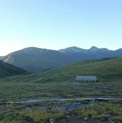 朝日小屋さんから見た雪倉岳(左)、白馬岳(中央)、旭岳(右)