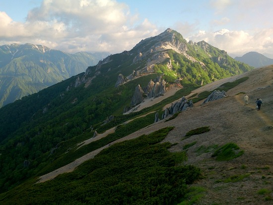 燕山荘さんから燕岳を望む