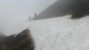 東天井岳の近くの残雪