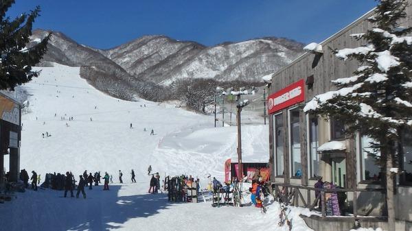栂池高原スキー場 雪の広場より