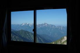 唐松岳頂上山荘の特別室の窓