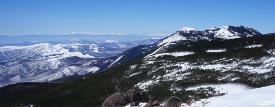 茶臼山から北アルプスを望む