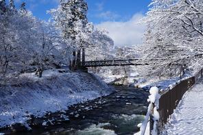 大出の吊橋と姫川