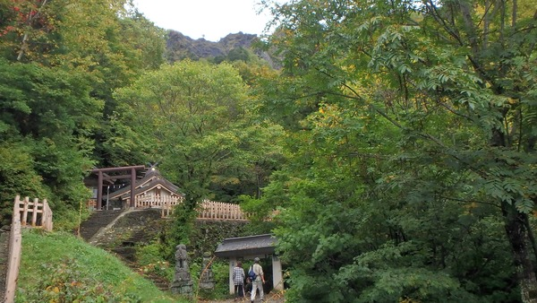 戸隠神社の奥社と戸隠山