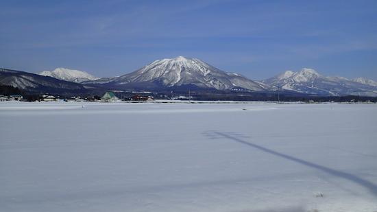 青空に映える高妻山(左)、黒姫山(中央)、妙高山(右)