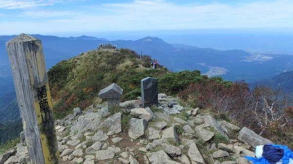 雨飾山の山頂から糸魚川方面