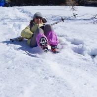 スノーシューで滑り台遊び♪