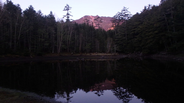 夜明けのみどり池と天狗岳