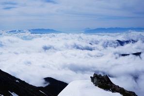 山頂から(左から)八ヶ岳連峰、富士山、南アルプスの展望!