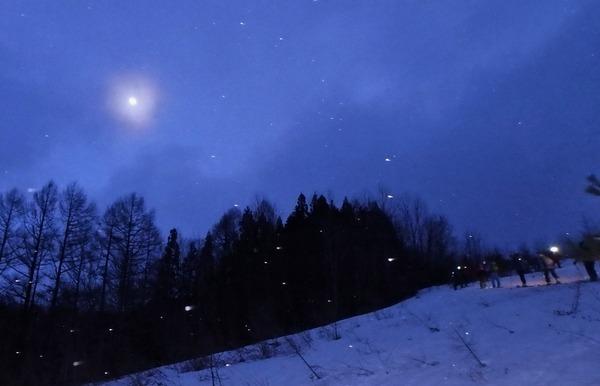 月夜を歩く