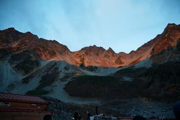 朝焼けの穂高の峰々