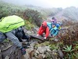 雨降りの雨飾登山