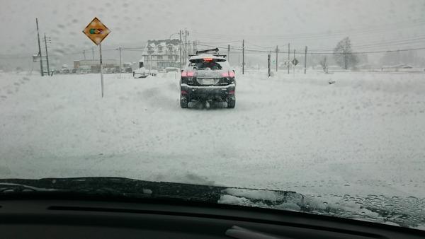 雪道の運転は車間距離を空けてネ