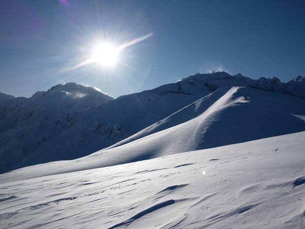 稜線に沈みゆく太陽