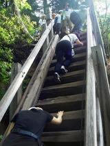 三条の滝展望台への階段を下る