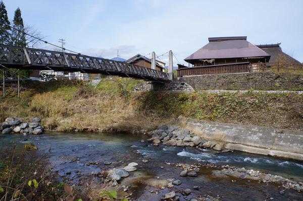「大出の吊橋」と水量が減った姫川