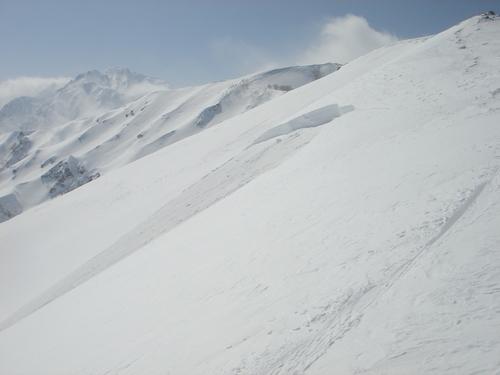 表層雪崩の破断面