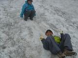 雪渓を満喫する実香ちゃん♪