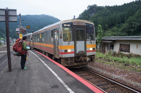 大糸線(おおいとせん)のディーゼル電車