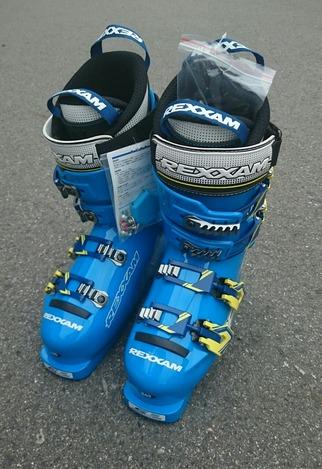 """スキーブーツは""""レグザム"""""""
