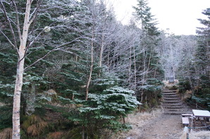 オーレン小屋の朝は氷ついていました