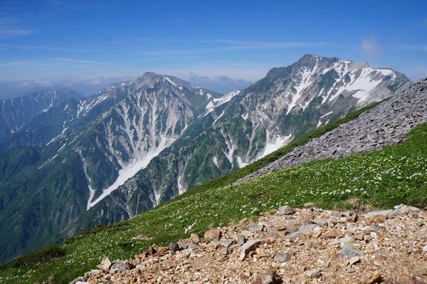 小蓮華山の手前から望む白馬岳