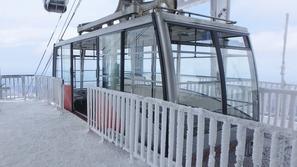 凍てついた八甲田ロープウェイ山頂駅
