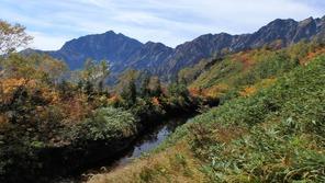 大遠見山から見た鹿島槍ヶ岳(左)