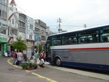 白馬駅前をバスで出発