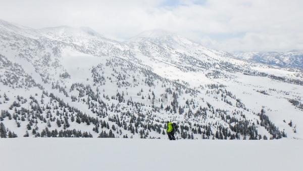 田茂萢岳(たもやちだけ)山頂から滑走