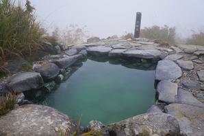 蓮華温泉の露天風呂のひとつ・薬師湯