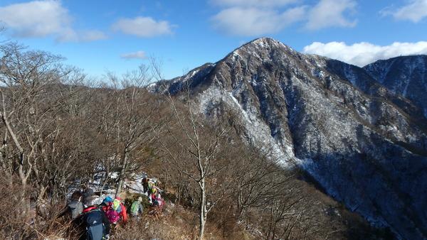 丹沢山塊の最高峰・蛭ヶ岳へ向かう