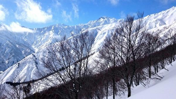 五竜岳(右上部)と鹿島槍ヶ岳(左上部の出っ張り)
